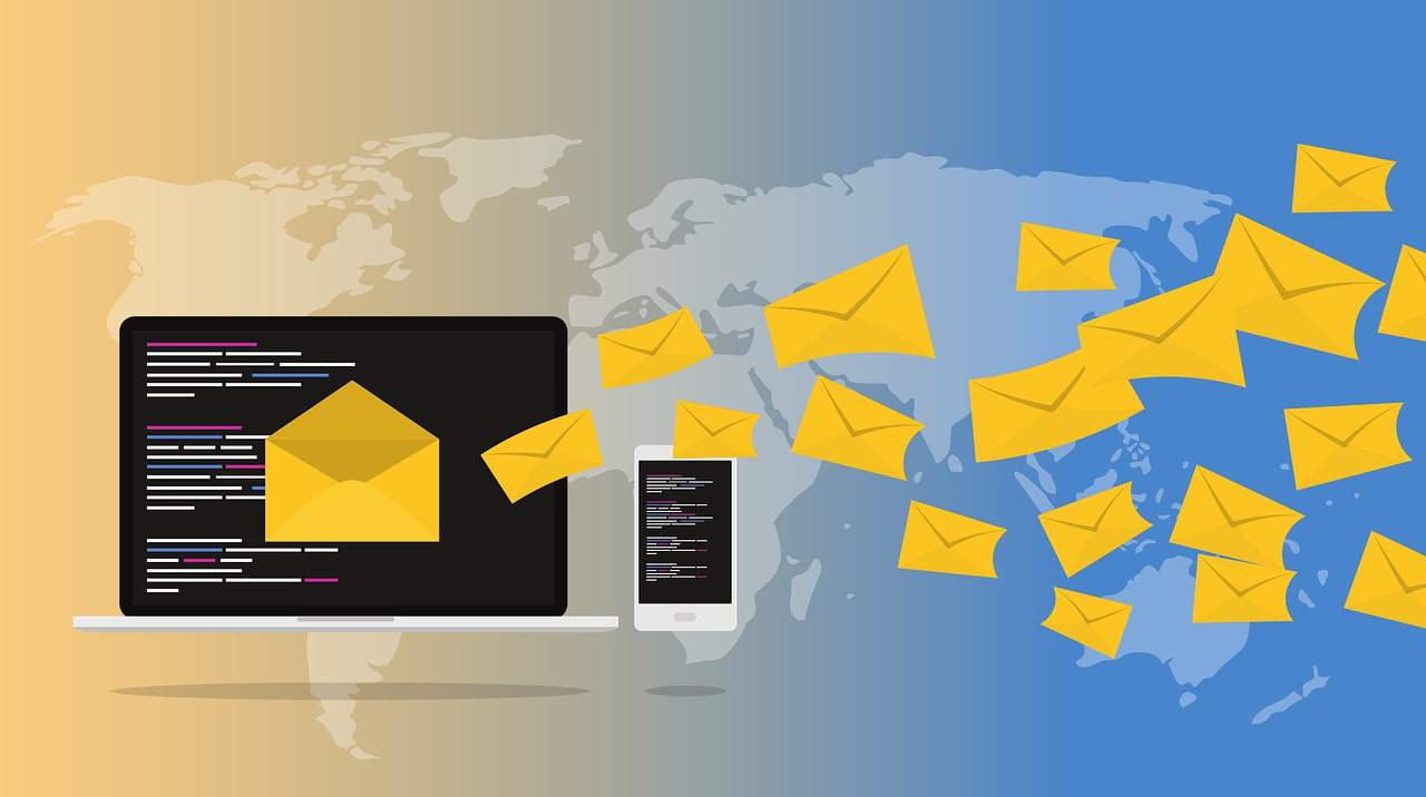 Illustration of how email marketing works via mobile and traditional website methods